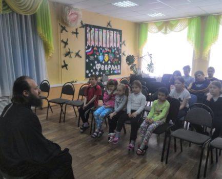 Помощник благочинногопо взаимодействию с медицинскими и социальными учреждениями посетил центр для несовершеннолетних «Вера»