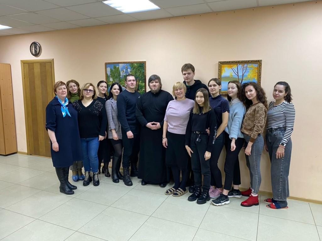 Помощник благочинного Московского округа по делам молодёжи провел встречу с активистами Молодежного волонтерского движения