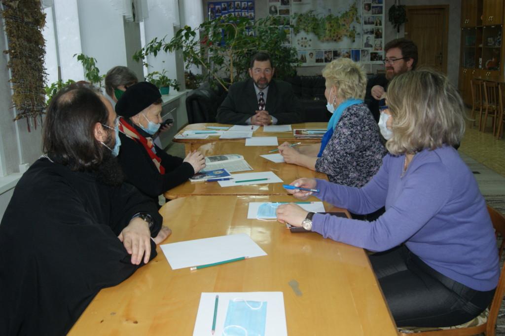 Благочинный Московского округа посетил заседание Общественного совета в Комплексном центре социального обслуживания населения.